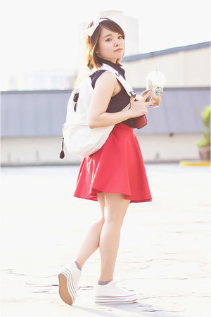 white eazy fashion bag - navy Little Turp top - red Bubbles skirt