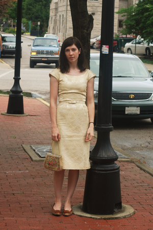 beige vintage purse purse - brown shoes - yellow dress