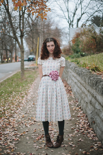 dark brown ankle granny Borne boots - ivory adored vintage dress