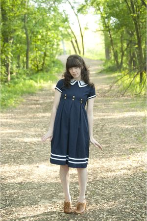 blue dress - brown shoes