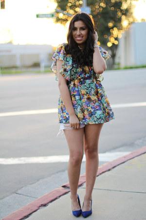 shorts - blouse - heels