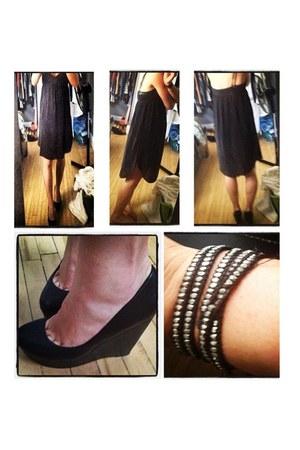 black wilfred dress - black Aldo pumps - silver bracelet