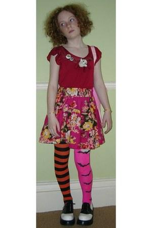 carrot orange stripey halloween socks - hot pink bats halloween socks