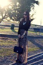 brown unknown skirt - black classic Chanel bag