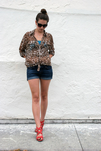 light brown leopard BB Dakota blouse - navy J Brand shorts