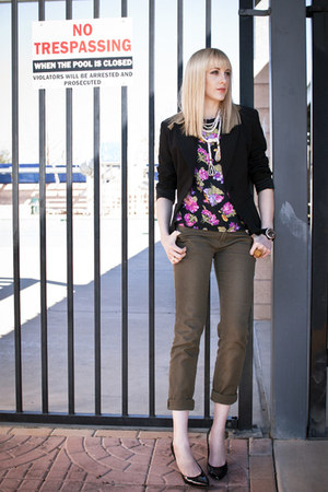 army green skinny unknown jeans - black The Limited blazer - black floral thrift