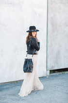 black streetstyle Janessa Leone hat - black bucket bag Naked Vice bag