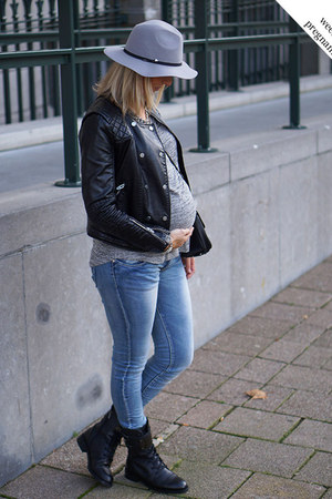 silver Grey Shirt t-shirt - black leather Melody Boots boots