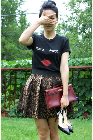 black Sonia Rykiel t-shirt - crimson kelly clutch Hermes bag