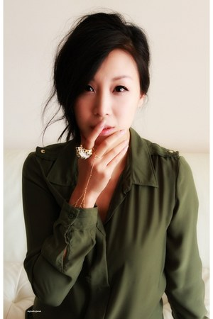 dark green Gap blouse - gold tiger KJL ring