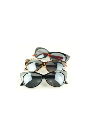 Style Icons Closet sunglasses