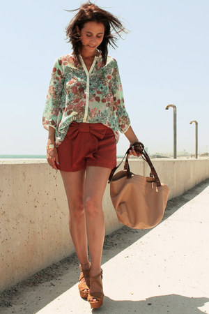 floral print pull&amp;bear blouse - nude Zara bag - bow necesary clothing shorts