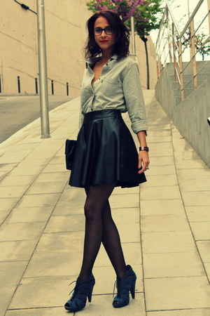 black leatherette Forever 21 skirt - denim Levis shirt - pumps Marypaz sandals