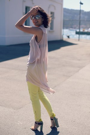 Stradivarius jeans - H&M sunglasses - AX Paris blouse - Zara sandals