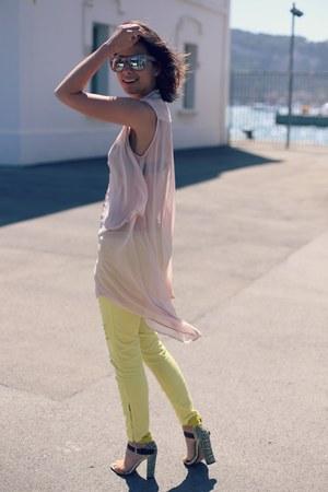 Stradivarius jeans - H&M sunglasses - AX Paris blouse - Zara sandals