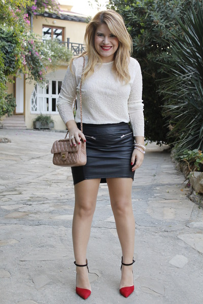 Black Leather Look H&M Skirts, Light Pink Leather Chanel Bags ...