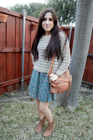 brown boots - beige sweater