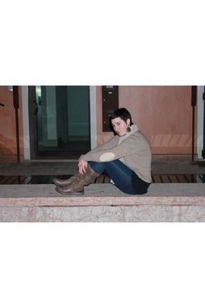 tan sweater - navy henrys cotton jeans - brown boots - beige Zara scarf - black