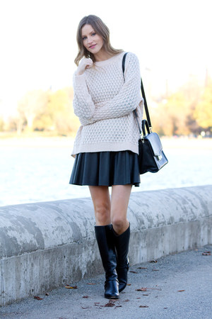 light pink H&M sweater - black kate spade bag