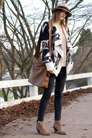 tan Vince Camuto boots - gray Zara jeans - tan Holt Renfrew hat
