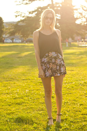 amethyst Urban Outfitters shorts - dark gray American Apparel top