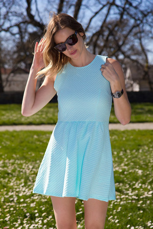 light blue H&M dress
