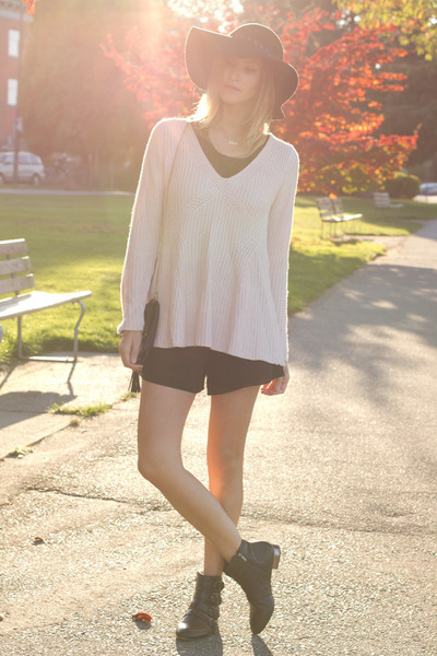 light pink Zara sweater - black sam edelman boots