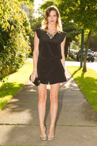 black Aritzia romper - black collette bag - JCrew necklace - beige Zara heels