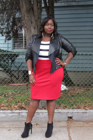 ruby red pencil bloomingdales skirt - black ankle Bakers boots