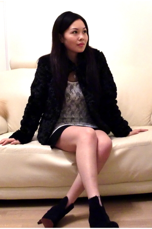 black H&M coat - white H&M top - black accessories - black shoes