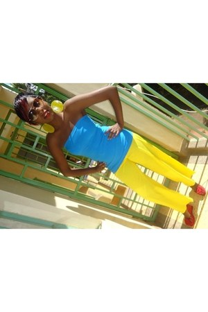 blue tube top - sunshine yellow pants - red print wedges