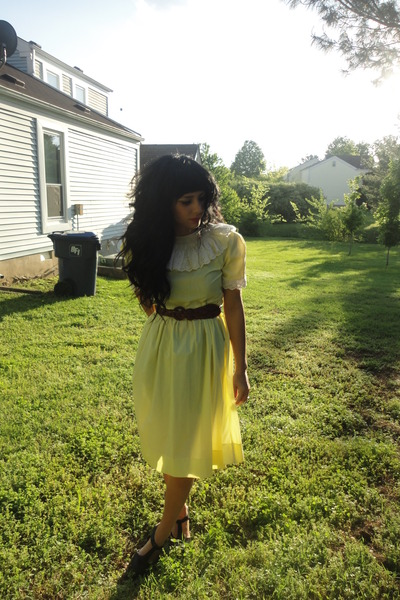 yellow vintage dress - black braided thrift belt - black f21 clogs