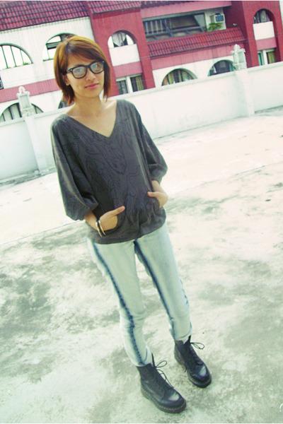 Bazaar-glasses-bazaar-bracelet-diesel-top-bench-jeans-