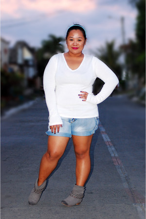 janeo boots - Thrift Store sweatshirt