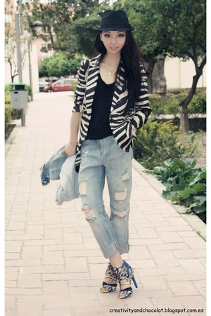 boyfriend jeans Zara jeans - Stradivarius hat - zebra print Zara blazer