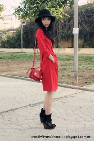 Bimba&amp;Lola dress - H&amp;M hat - Zara bag - Bershka wedges