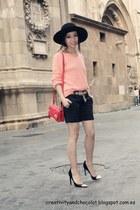 Massimo Dutti hat - Zara bag - Bershka shorts - Massimo Dutti jumper