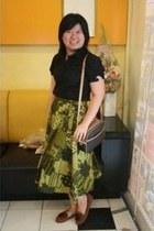 Batik skirt - black shirt - satchel bag - dark brown loafers