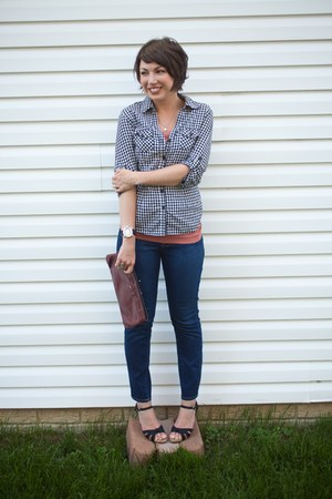 blue cropped Forever 21 jeans - black Forever 21 shirt - maroon thrifted purse -