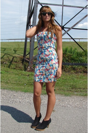 SCV dress - Ray bans sunglasses - hat - shoes
