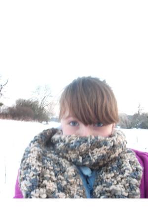 gray scarf - pink La Redoute coat