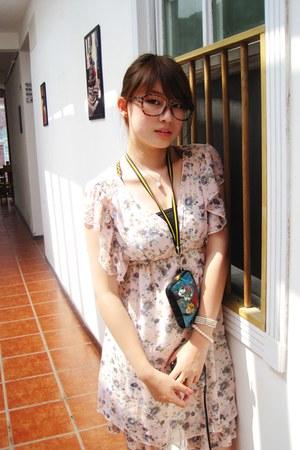 dark brown glasses