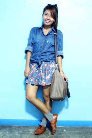 tawny oxford HDY shoes - navy floral thrifted shorts - blue denim thrifted top