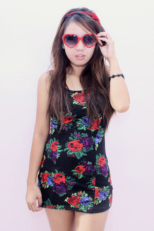 red Accessorize accessories - red DV sunglasses - black Topshop dress
