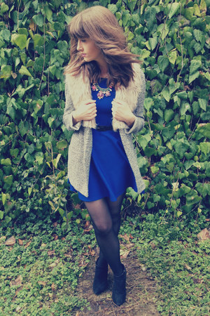 electric blue prodigy red dress - oversized Primark jacket