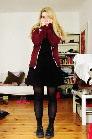 ruby red American Apparel hoodie - black creepers Underground shoes