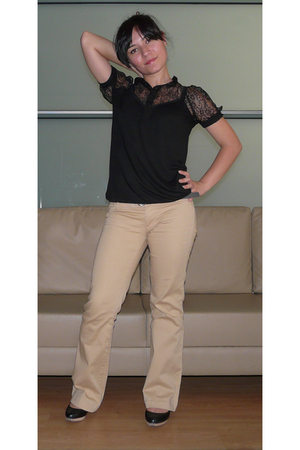 Mango blouse - Bershka pants - Zara shoes