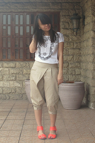 red neon The Ramp shoes - beige cropped pants