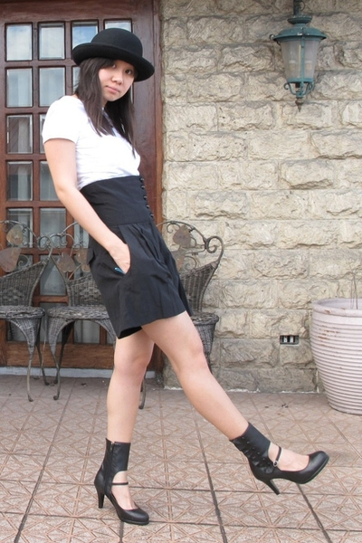 Topshop hat - giordano t-shirt - Zara shorts - shoes