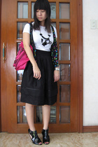 t-shirt - Uniqlo skirt - purse - forever 21 shoes